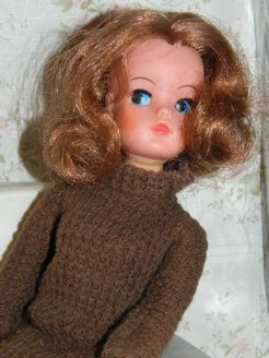 Auburn haired Sindy in Coffee Time