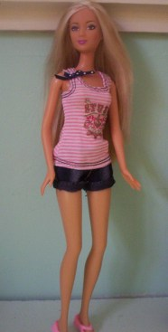 image Kayla Wave V in shorts