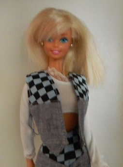 Another mid/late 90s Barbie saved for projects. Wearing generic outfit.