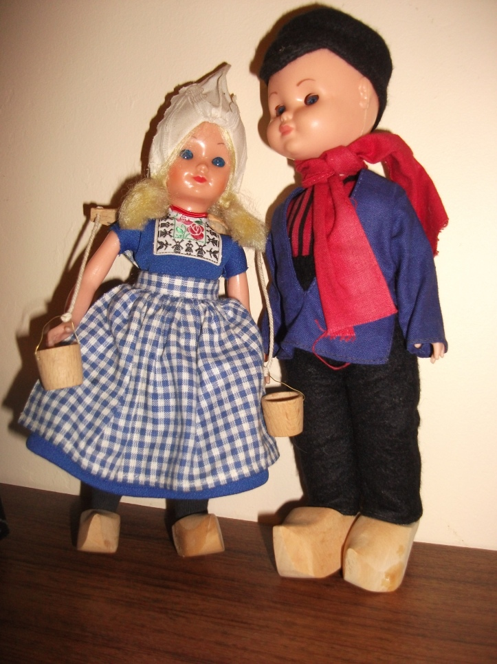 A pair of dolls in Dutch costume.