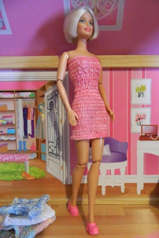 Pink knit tube dress.