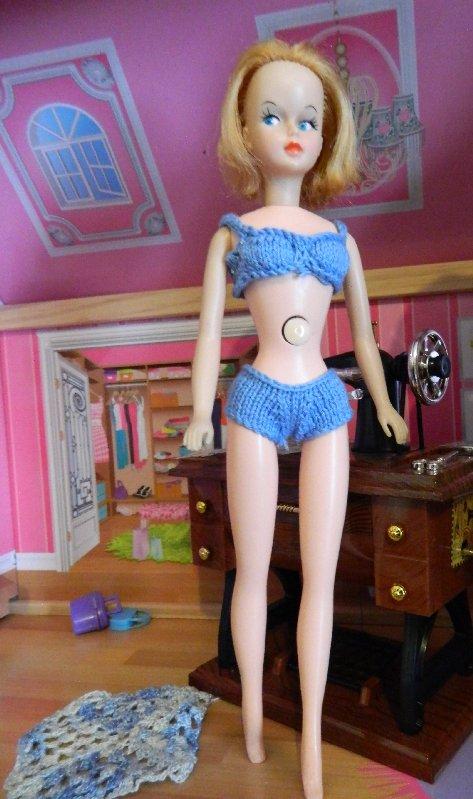 V-leg Tressy in bikini made from 4 ply cotton.