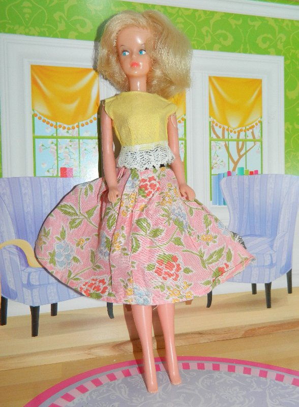 AC Tressy in home made vintage floral skirt and untagged yellow top.