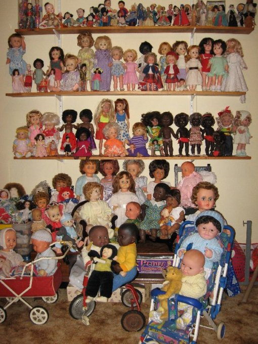 The large dolls who were scattered are now together.