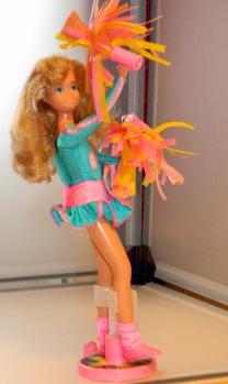 Skipper wears a genuine Mattel Skipper fashion.