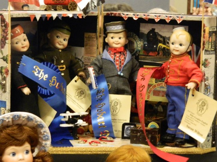 A group of dolls at the doll show.
