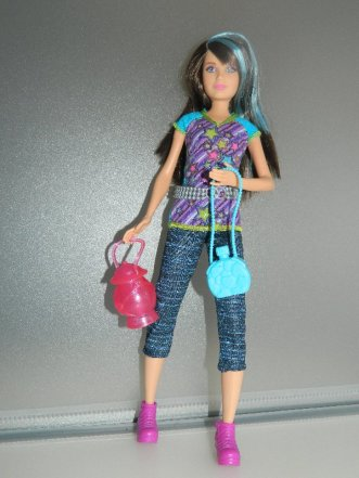 Skipper in her original outfit with accessories.