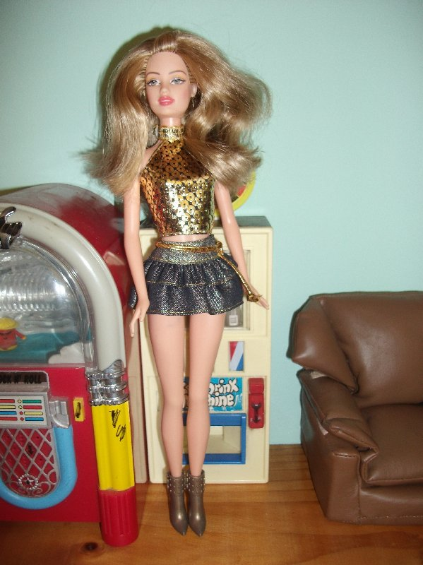 Fashion Fever - Ember wears a skirt in shiny denim with a gold top and boots.