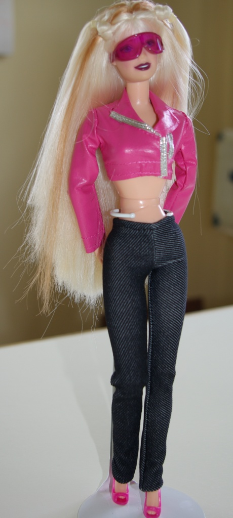 Elsa wears the pink jacket with her own leggings.