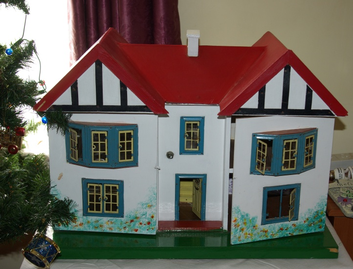 The dollshouse exterior.