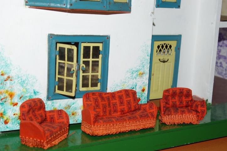 Barton lounge suite