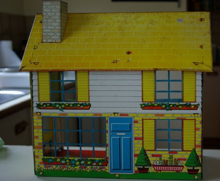 Chad Valley Tin Litho dollshouse circa 1969
