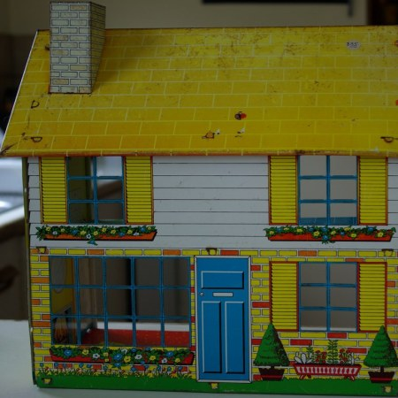 Chad Valley Tin Litho dollshouse circa 1969