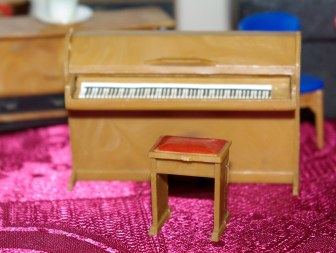 Piano by Blue Box Toys