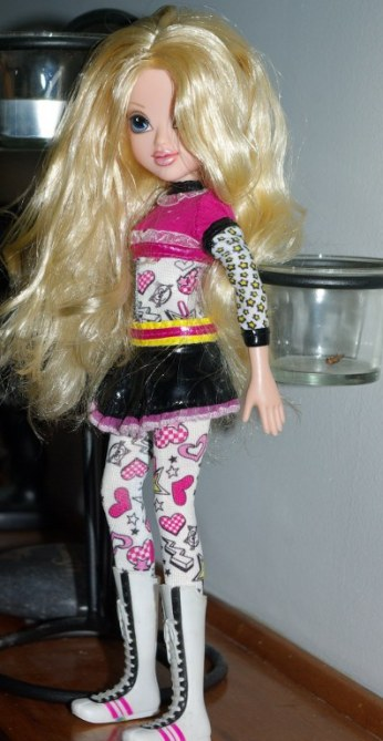 Fashion doll friday moxie girlz avery circa 2010 dolls - Moxie girlz pagine da colorare ...
