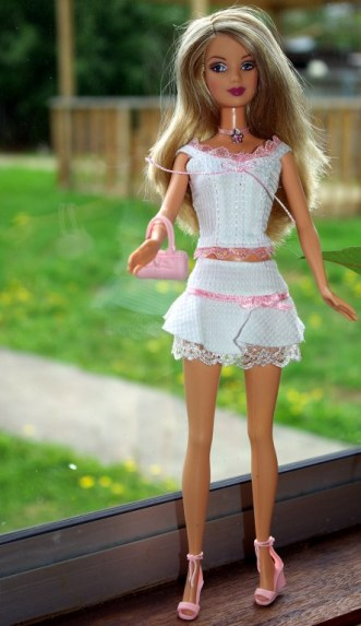 Barbie Fashion Fever Wave K aka Jayne wearing a Fashion Fever two piece outfit.