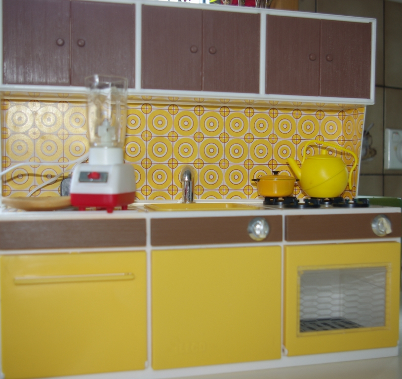 1:6 scale kitchen by illco Toy Company.