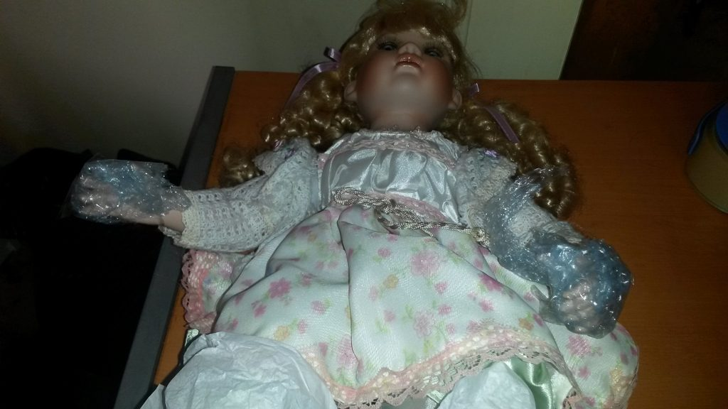 Wrapping hands on a doll for pacikng